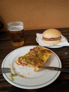 Mini hamburguesa y hortelano